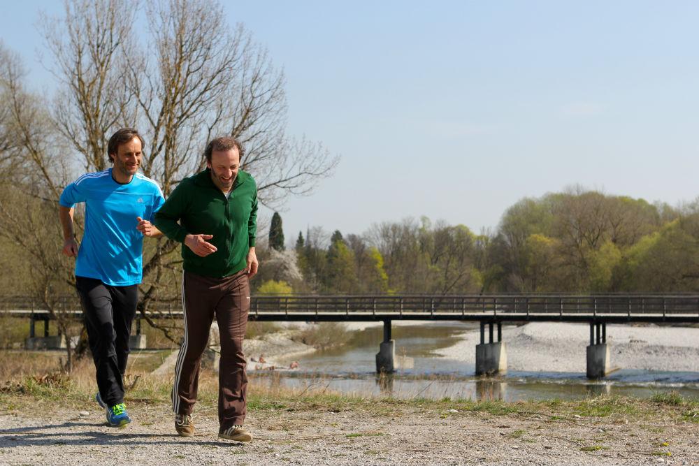 Max läuft mit Jochen Temsch 3.JPG